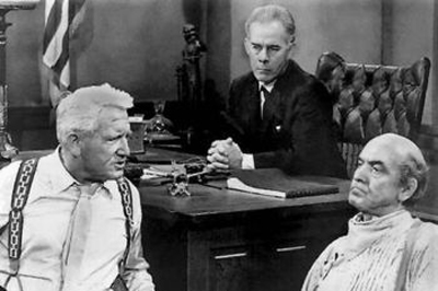 Harry Morgan as Mel Coffey in Inherit the Wind has a tough job keeping his two rockstar lawyers in line. Managing trials is not easy, and it's harder when you've got Spencer Tracy and Frederic March grandstanding.